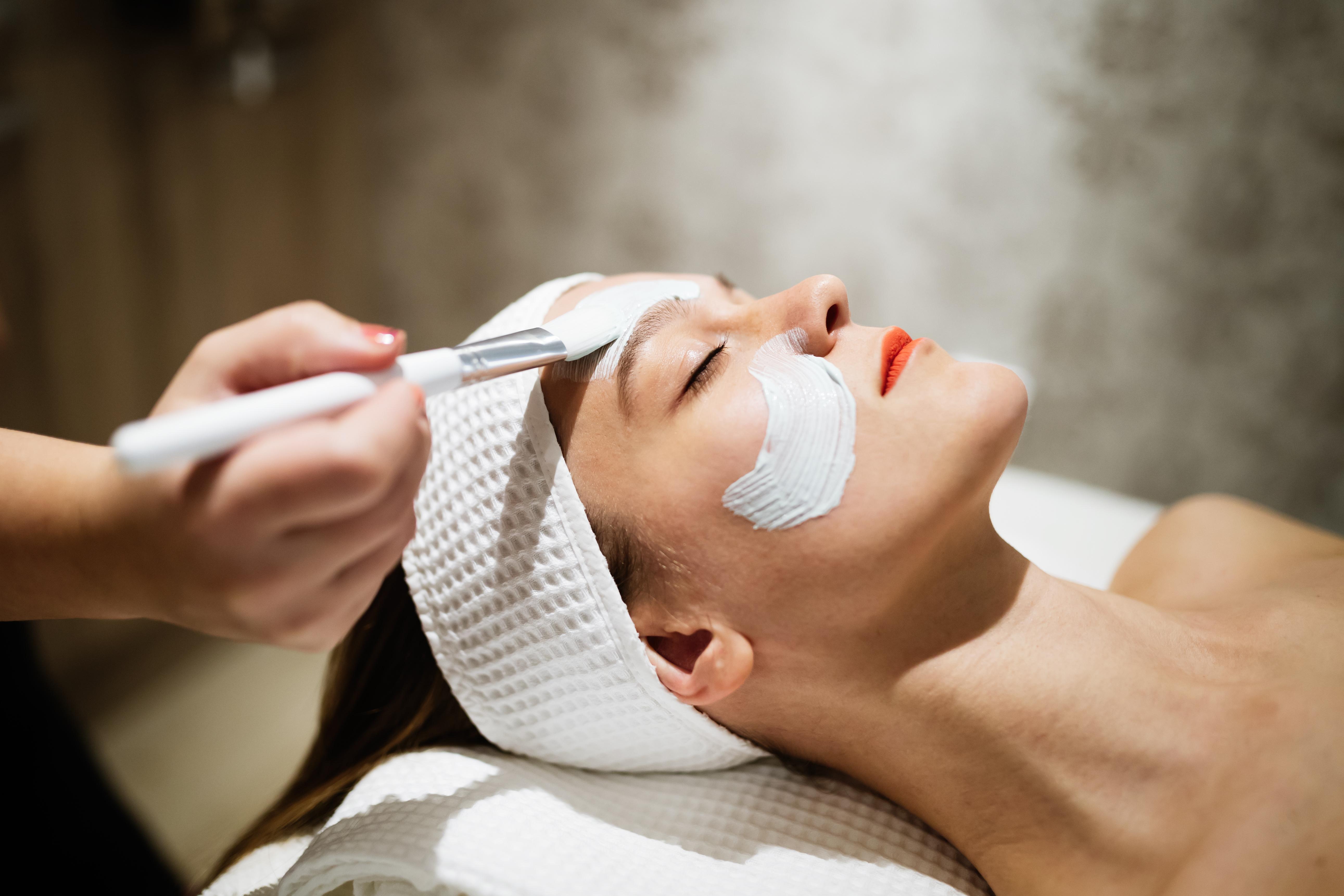 Peeling chemiczny w gabinecie kosmetycznym_Codziennik Kosmetyczny