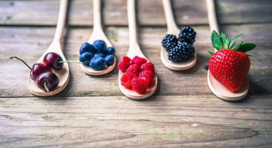 Owoce są źródłem wielu cennych składników pielęgnacyjnych_Codziennik Kosmetyczny
