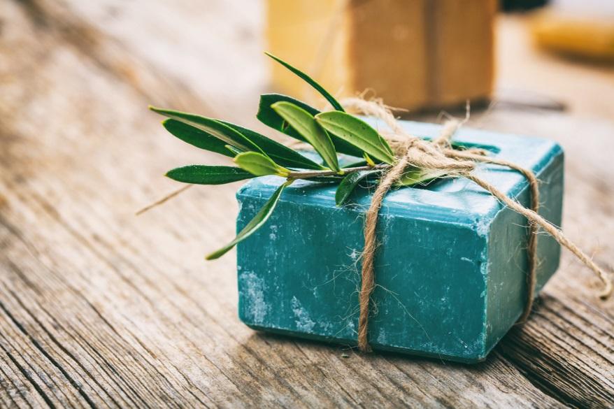 naturalne mydło jest doskonałe w pielęgnacji_codziennikKosmetyczny