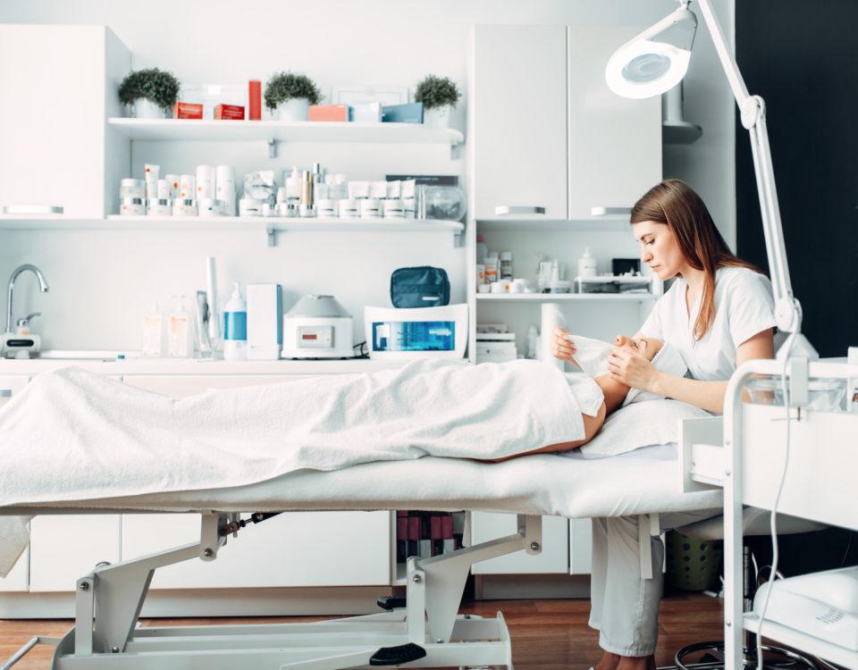Rola nowoczesnych technologii w kosmetologii_CodziennikKosmetyczny.pl