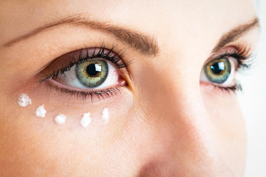 jak pielęgnować skórę pdo oczami_CodziennikKosmectyczny