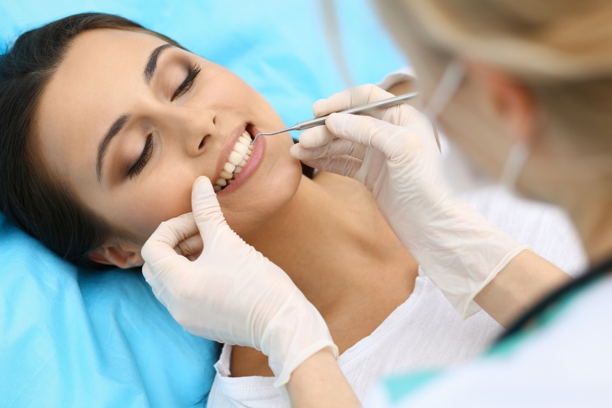 zabiegi kosmetyczne u stomatologa są coraz bardziej popularne-CodziennikKosmetyczny.pl