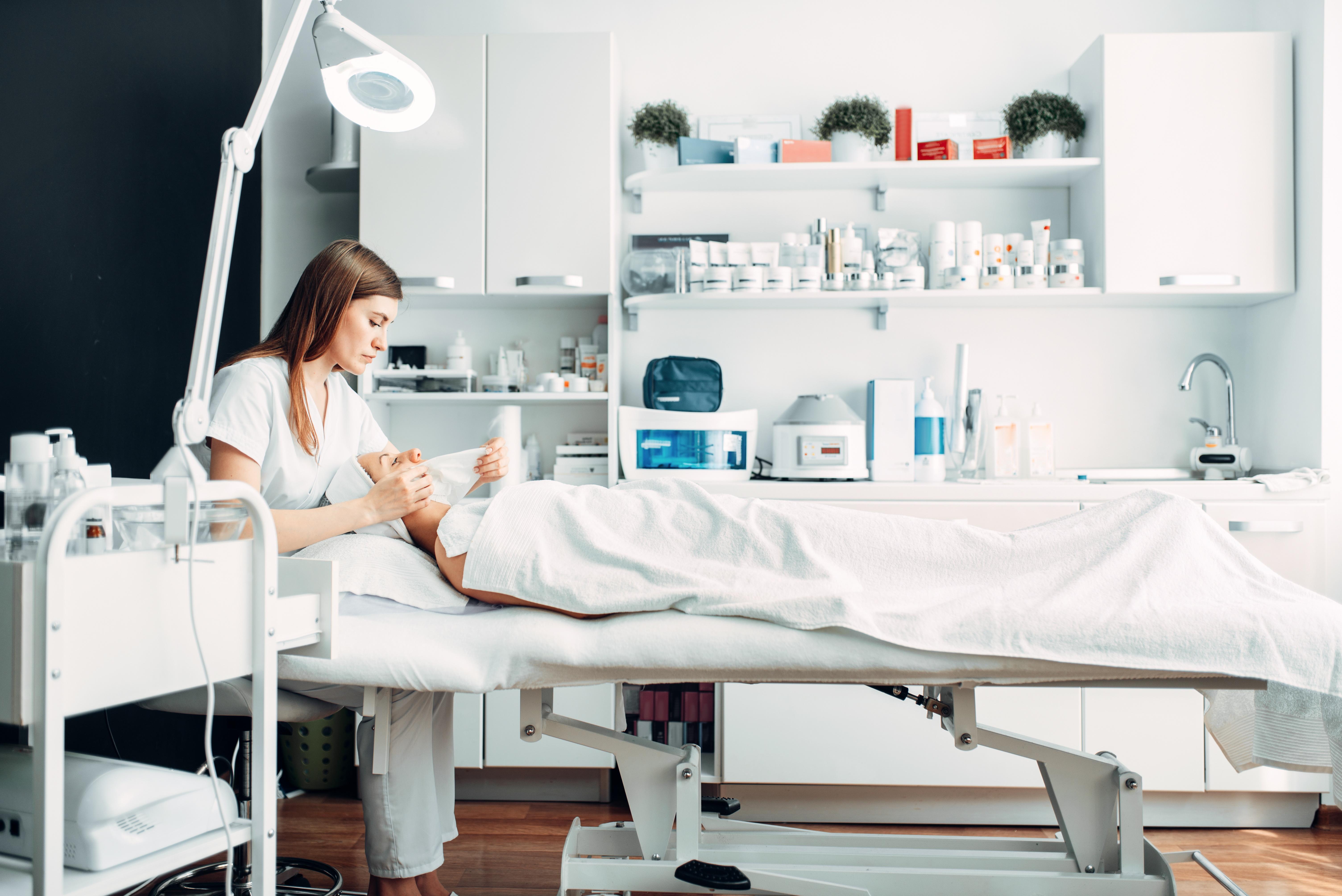 Dezynfekcja w salonach kosmetycznych_Cleanex_CodziennikKosmetyczny.pl